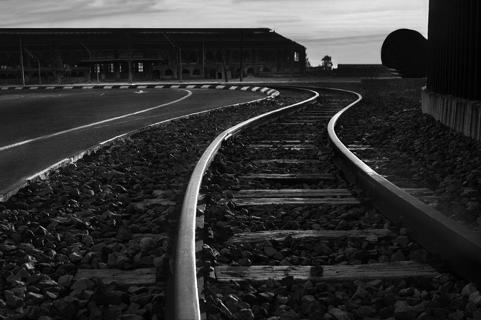 train-2375022_960_720